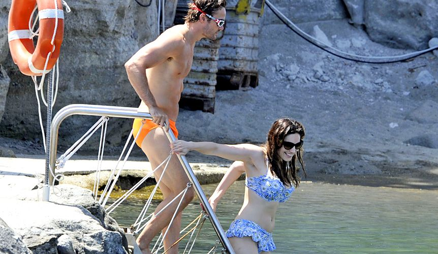 Thom-Evans-2012-7-10-Kelly-Brook-WENN
