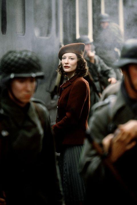 Die junge Charlotte Gray (Cate Blanchett) verliebt sich in einen Piloten der Royal Air Force. Als der bei einem Einsatz über Frankreich abgeschossen... - Bildquelle: Warner Bros.
