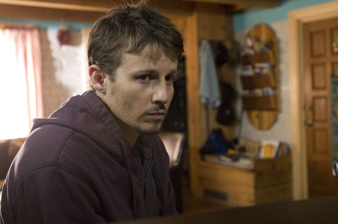 Hat Henry (Will Estes) etwas mit dem Mord an Lily Adams zu tun? - Bildquelle: USA Network
