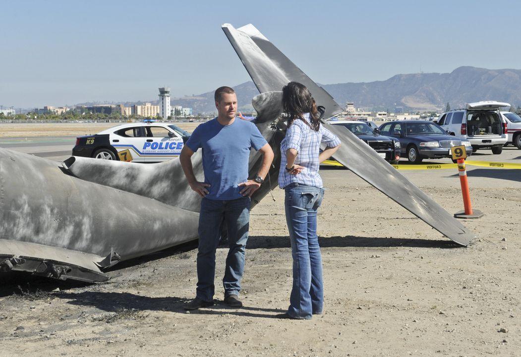 Müssen einen neuen Fall aufklären: Callen (Chris O'Donnell, l.) und Kensi (Daniela Ruha, r.) ... - Bildquelle: CBS Studios Inc. All Rights Reserved.