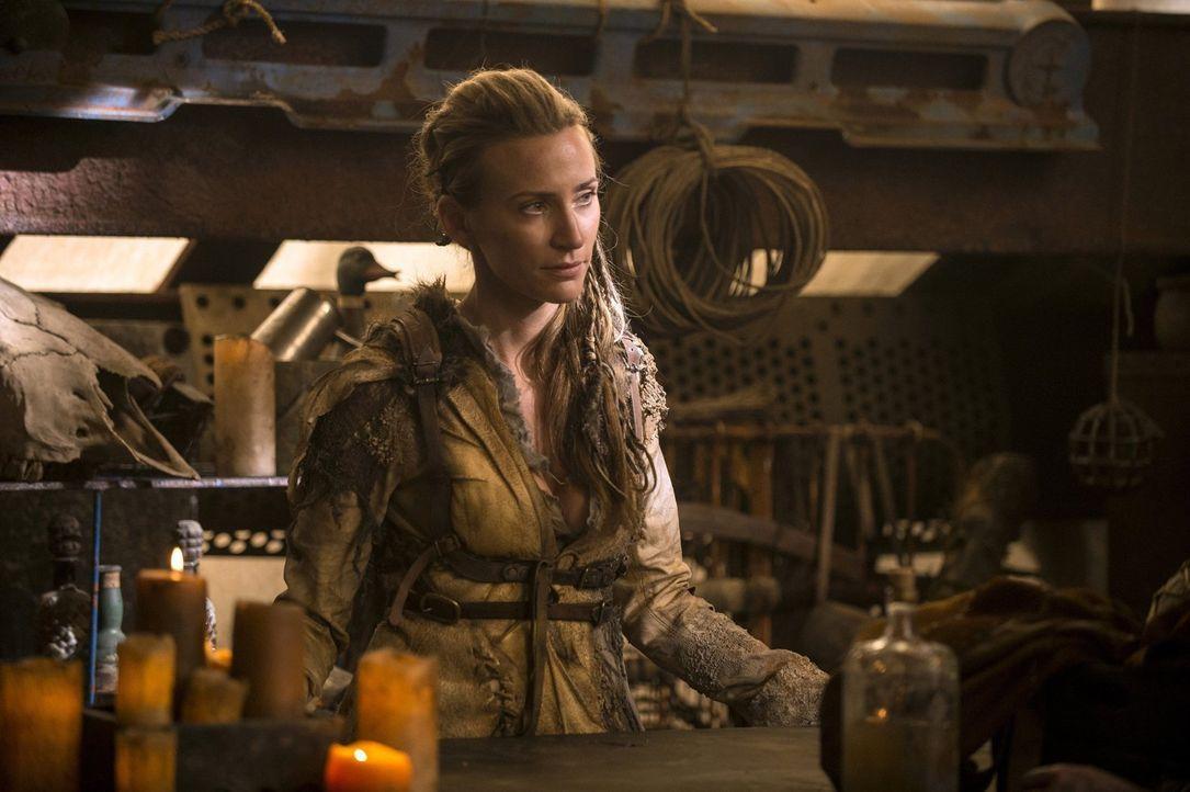 Weiß Niylah (Jessica Harmon), dass auf Clarke ein Kopfgeld ausgesetzt wurde? - Bildquelle: 2014 Warner Brothers
