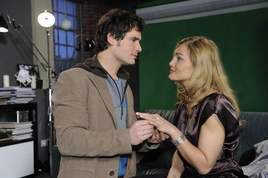 Für Mia bricht eine Welt zusammen, als sie mitbekommt, dass Alexander (Paul G...