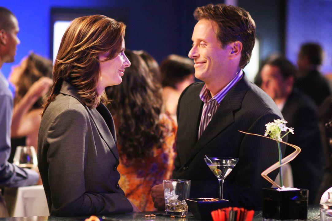 Alte Geschäftspartner: Graham Finch (Steven Weber, r.) und Sarah (Rachel Griffiths, l.) verstehen sich nicht nur geschäftlich sehr gut ... - Bildquelle: 2008 ABC INC.