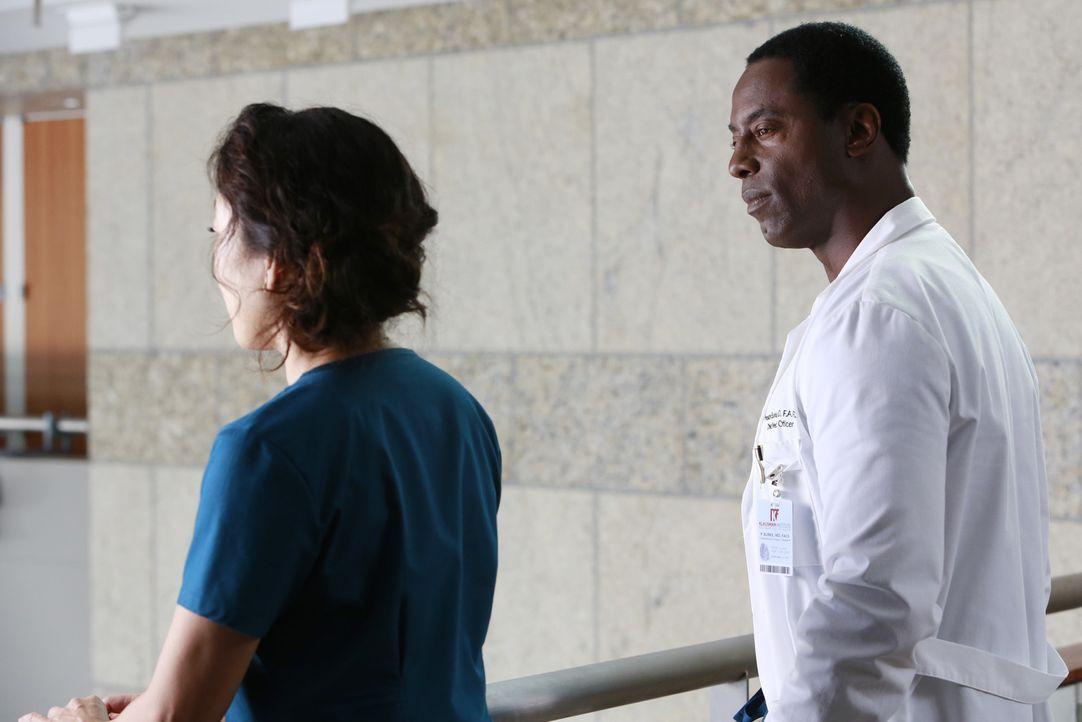 Als Cristina (Sandra Oh, l.) auf Burke (Isaiah Washington, r.) trifft, überdenkt sie ihre Zukunft ... - Bildquelle: ABC Studios