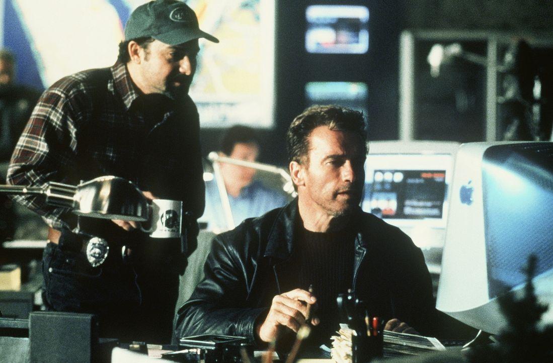 In einem gnadenlosen Wettlauf mit der Zeit: Jericho Cane (Arnold Schwarzenegger, r.) und sein Partner Bobby Chicago (Kevin Pollak, l.) ...