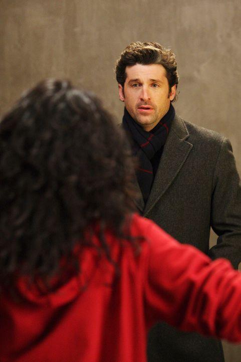 Derek (Patrick Dempsey, r.) plant, Meredith einen Heiratsantrag zu machen und bittet Cristina (Sandra Oh, l.), dass sie sich endlich mit Meredith ve... - Bildquelle: Touchstone Television