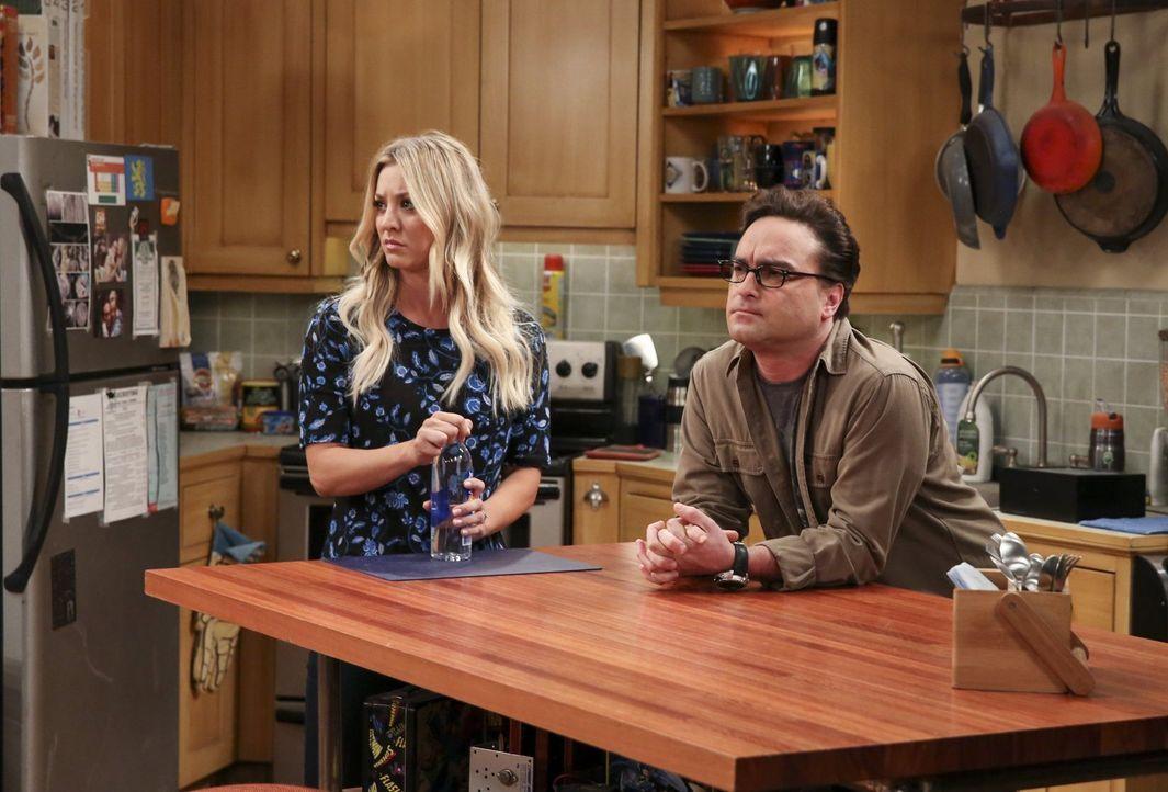 Sind nicht gerade angetan von Sheldon und Amys Umgestaltungsmaßnahmen: Penny (Kaley Cuoco, l.) und Leonard (Johnny Galecki, r.). Wird das der letzte... - Bildquelle: 2016 Warner Brothers