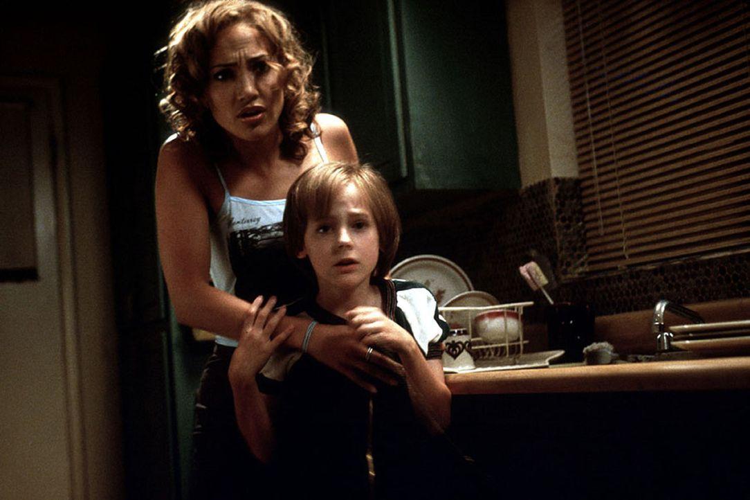Mit Hilfe einer neuen experimentellen Therapie gelingt es der Psychologin Catherine (Jennifer Lopez, l.), in das Unterbewusstsein ihrer jungen Komap... - Bildquelle: Kinowelt Filmverleih