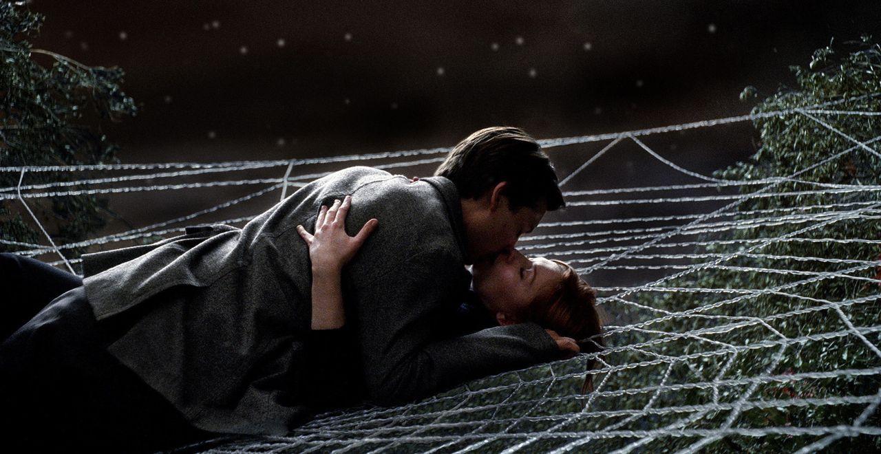 Peter Parker (Tobey Maguire, oben) hat es endlich geschafft, sein Heldendasein als Spider-Man und seine große Liebe (Kirsten Dunst, unten) unter ei... - Bildquelle: 2007 Marvel Characters, Inc.  2007 CPII. All Rights Reserved.