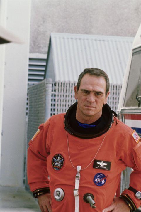 Hawk (Tommy Lee Jones) ist sofort bereit, mit seinem Freund und Konstrukteur Frank nach 40 Jahren wieder in den Weltall zu fliegen. Sie sind die Ein... - Bildquelle: Warner Bros. Pictures