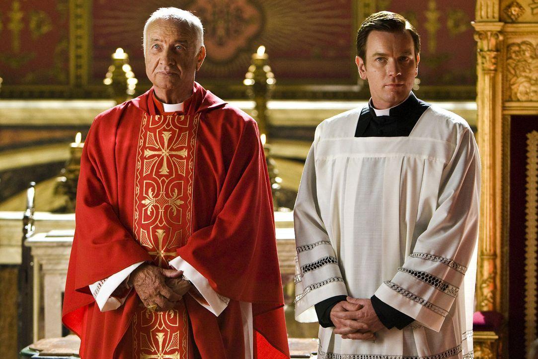 Der Papst ist gestorben. Nun sind alle Kardinäle (Armin Mueller-Stahl, l.) nach Rom gekommen, um einen neuen Stellvertreter Gottes zu wählen. Die... - Bildquelle: 2009 Columbia Pictures Industries, Inc. All Rights Reserved.