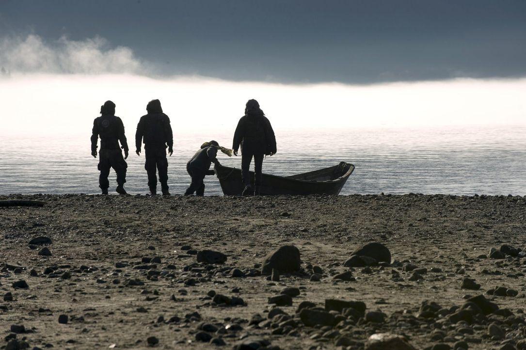 Die kleine Gruppe um Jaha und Murphy machen sich auf zu neuen Ufern ... - Bildquelle: 2014 Warner Brothers