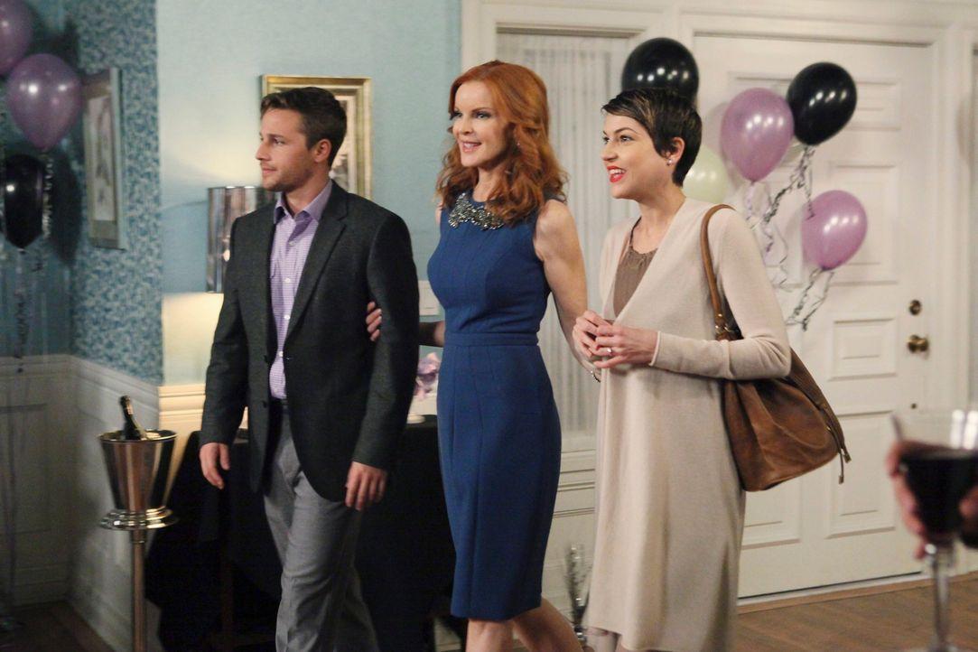 Während Lynette plant, Tom wieder für sich zurück zu gewinnen, lernt Bree (Marcia Cross, M.) Mary Beth (Ashley Austin Morris, r.), Andrews (Shawn Py... - Bildquelle: ABC Studios