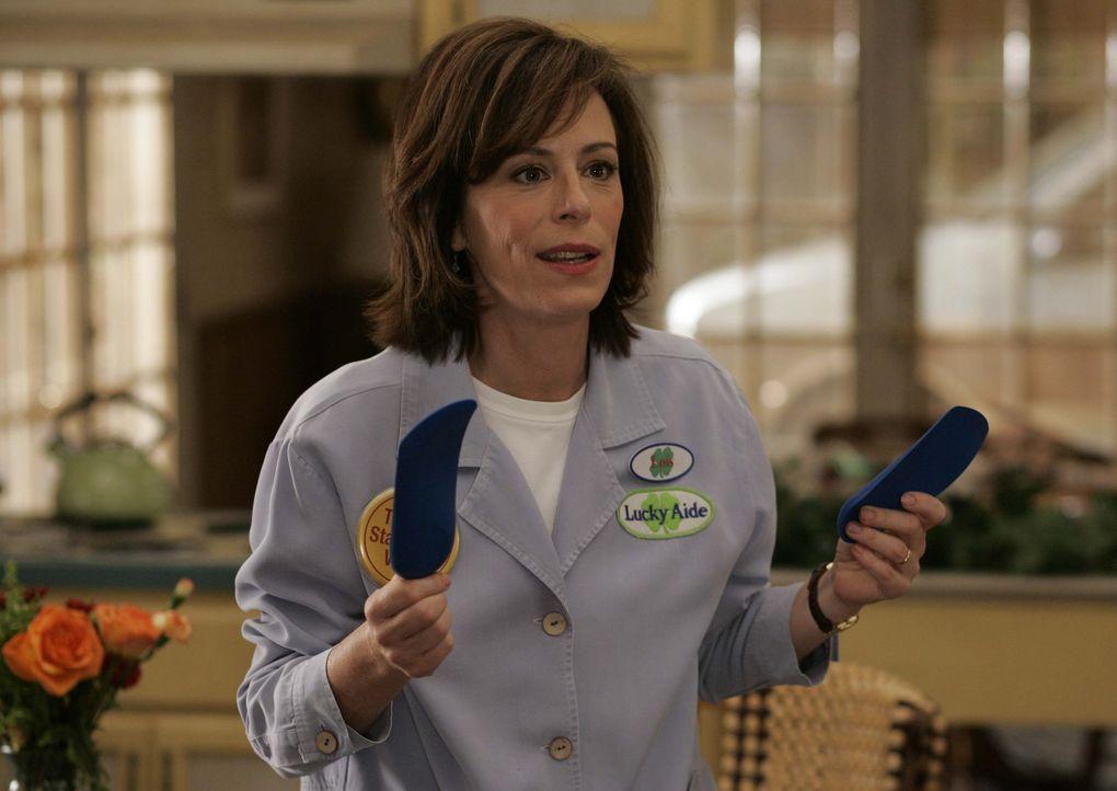 Lois (Jane Kaczmarek) ist überglücklich, denn dank der neuen Einlegesohlen kommt sie nicht mehr völlig erschöpft von der Arbeit heim... - Bildquelle: TM +   2000 Twentieth Century Fox Film Corporation. All Rights Reserved.