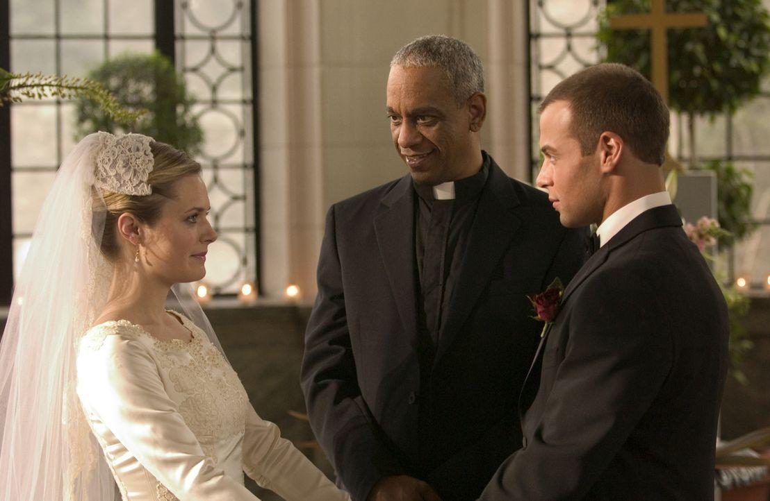 Michael (Joseph Lawrence, r.) und Kelly (Maggie Lawson, l.) sind fest entschlossen, zu heiraten. Doch bevor sie den großen Schritt wagen können, m... - Bildquelle: ABC Family