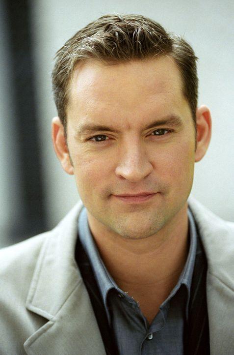 Staatsanwalt Dr. Gassner (Christian Kahrmann) - Bildquelle: Christian A. Rieger Sat.1