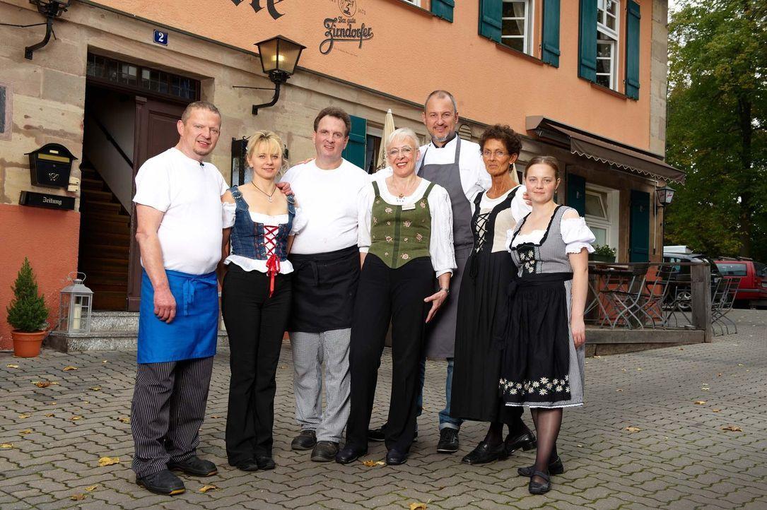 Zusammen wollen sie dem 200 Jahre alten Restaurant zu modernem Charme und einer vollen Kasse verhelfen (v.l.n.r.): Fred, Silvia, Hans, Marianne, Fra... - Bildquelle: Walter Wehner kabel eins