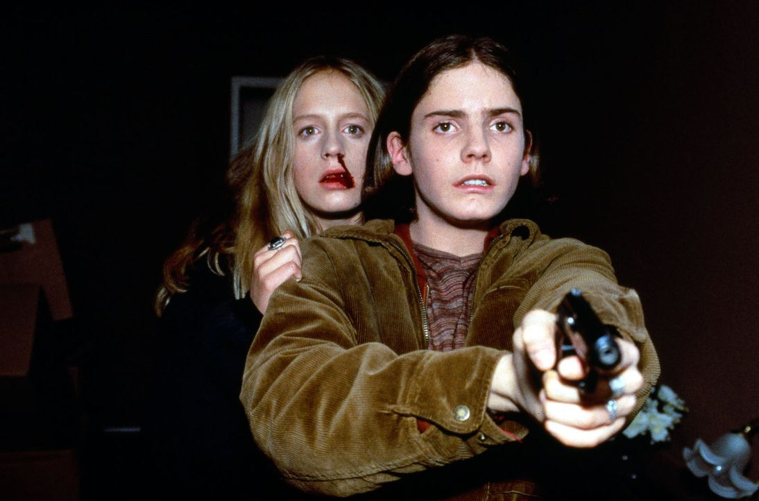 Nicolas (Daniel Brühl, r.) und Eva (Marlene Meyer-Dunker, l.) wollen ihrem Leid endlich ein Ende setzen ... - Bildquelle: SAT.1