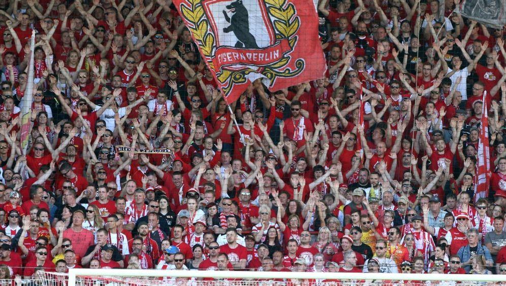 Unions Fans zündeten gegen Sandhausen Rauchtöpfe - Bildquelle: PIXATHLONPIXATHLONSID