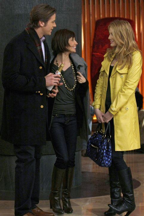 Serena (Blake Lively, r.) findet heraus, dass nicht Gabriel (Armie Hammer, l.), sondern Poppy Lifton (Tamara Feldman, M.), das gestohlene Geld hat ... - Bildquelle: Warner Brothers