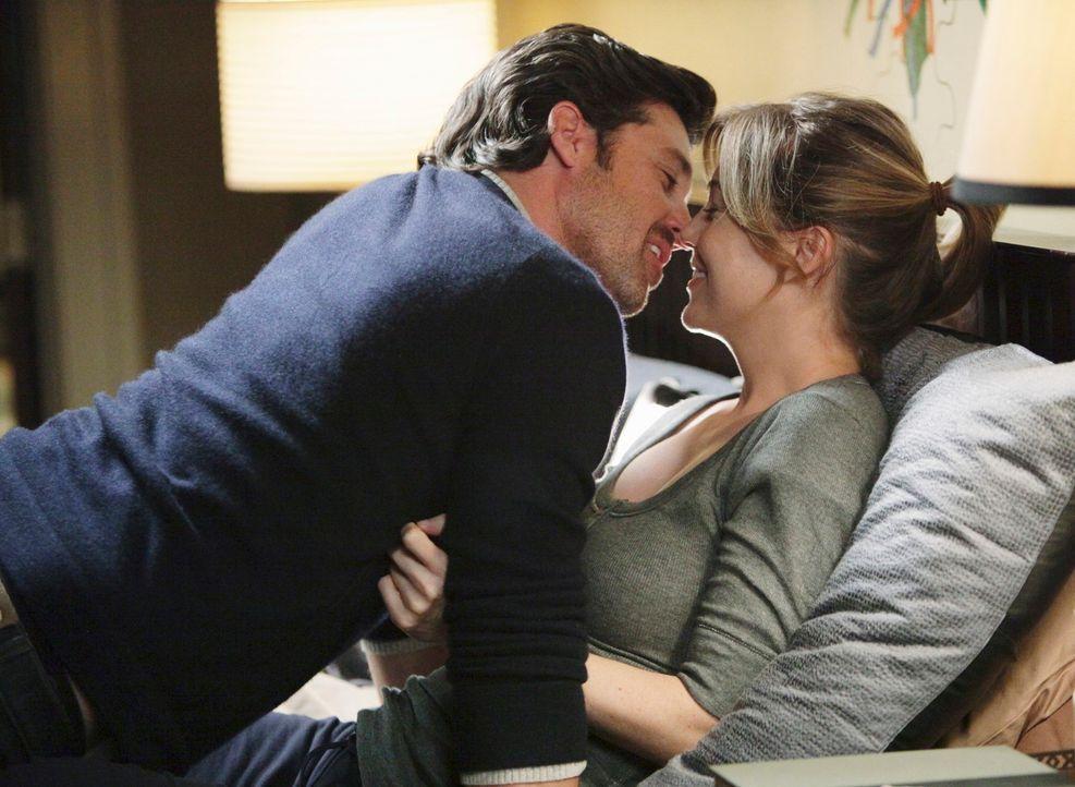 Genießen die Zweisamkeit: Meredith (Ellen Pompeo, r.) und Derek (Patrick Dempsey, l.) ... - Bildquelle: ABC Studios