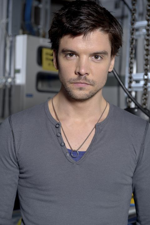 Connor Temple (Andrew Lee Potts) reist nach Vancouver, um Evan Cross zu warnen ... - Bildquelle: Bettina Strauss