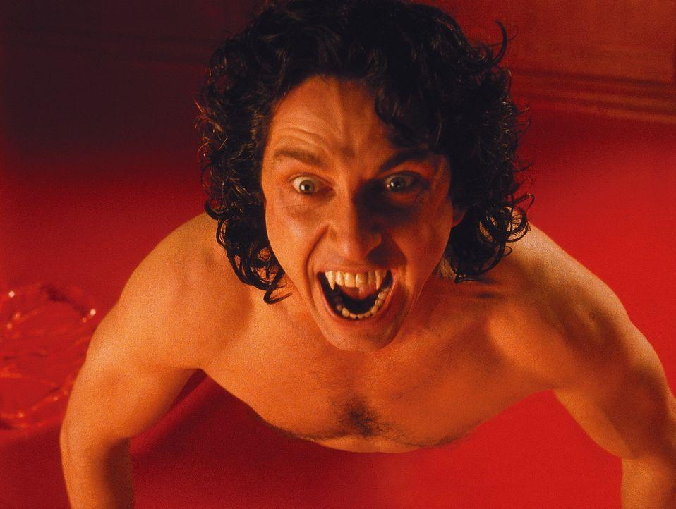 Nachdem Dracula (Gerard Butler) kräftig an den Hälsen seiner Diebe gesaugt hat, erwacht er zu neuem Leben und macht sich sogleich daran, Van Helsi... - Bildquelle: Dimension Films