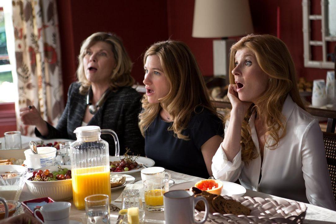 Während der siebentägigen Schiv'a kommen so einige Familiengehimnise ans Licht, mit denen Linda (Debra Monk, l.), Annie (Kathryn Hahn, M.) und Tracy... - Bildquelle: 2014 Warner Brothers