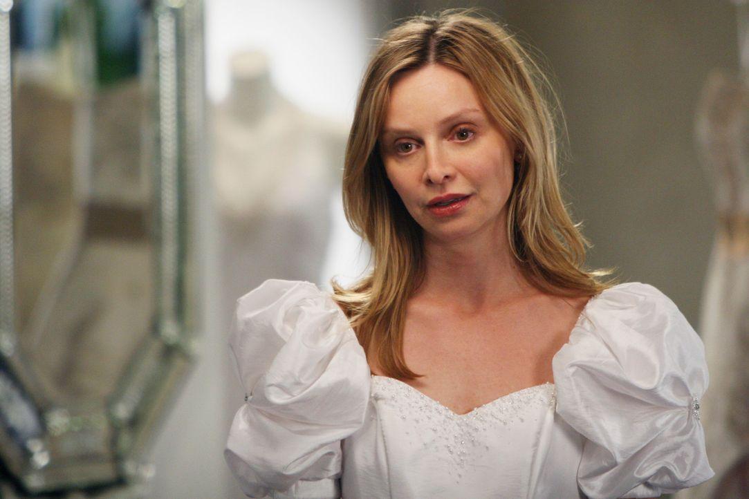 Wird sich Kitty (Calista Flockhart) wirklich für dieses Kleid entscheiden? - Bildquelle: Disney - ABC International Television