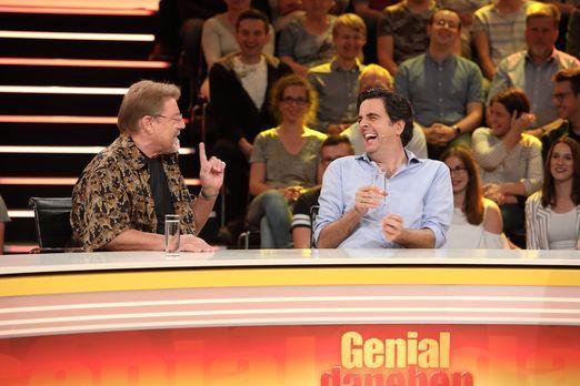 Haben ziemlich viel Spaß bei der Antwortsuche: Bastian Pastewka (r.) und Jürg...