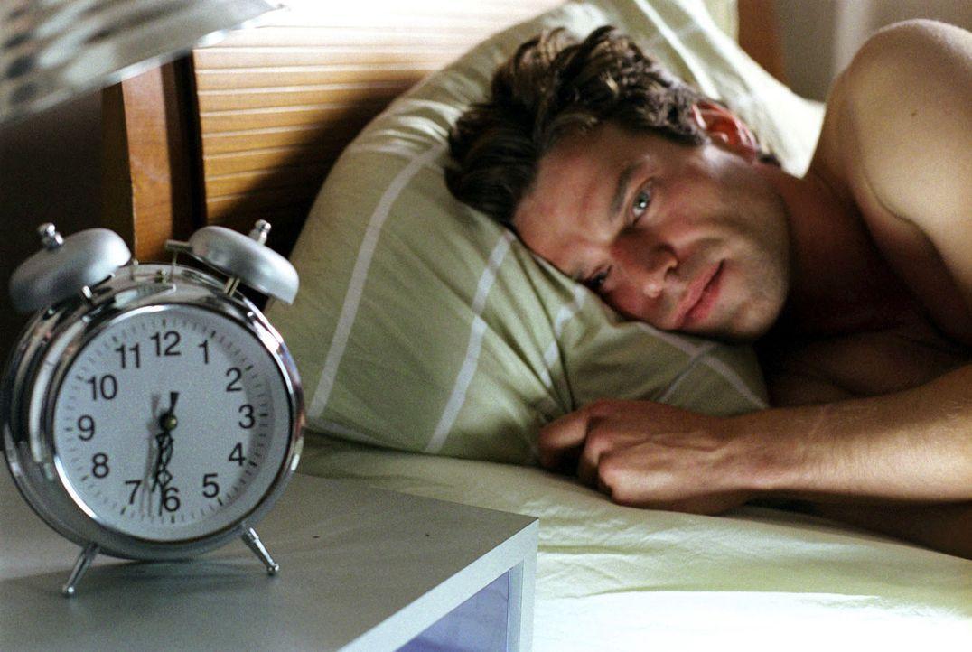 Als Susanne tatsächlich bei ihm auszieht, passiert das Unerklärliche: Die Zeit bleibt stehen! Jeden Morgen beginnt für Thomas (Johannes Brandrup) im... - Bildquelle: Thekla Ehling Sat.1