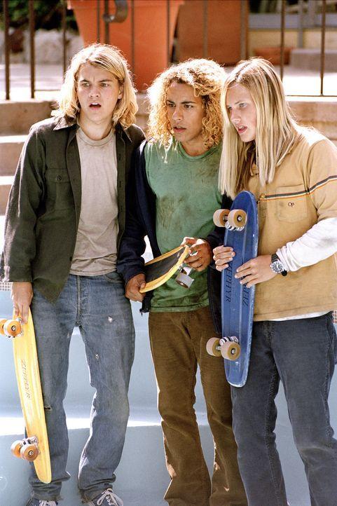 Wechseln eines Tages vom Surfbrett aufs Skateboard, und treten damit eine neue Jugendbewegung los: (v.l.n.r.) Jay Adams (Emile Hirsch), Tony Alva (V... - Bildquelle: 2005 Columbia Pictures Industries, Inc. All Rights Reserved.