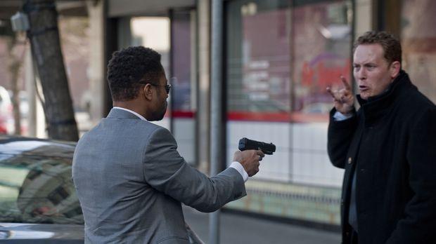Kaum hat Allan (Cole Hauser, r.) den Killer Jonas Arbor (Cuba Gooding Jr., l....