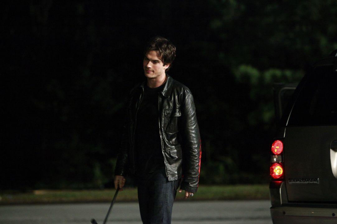 Damon kommt wenn man ihn braucht - Bildquelle: Warner Bros. Entertainment Inc.