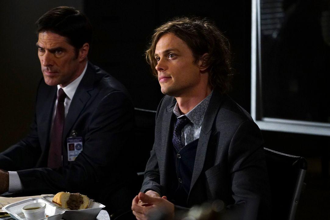 Während Reid (Matthew Gray Gubler, r.) und Hotch (Thomas Gibson, l.) in einem neuen Fall ermitteln, fällt es Morgan und... - Bildquelle: Richard Cartwright ABC Studios
