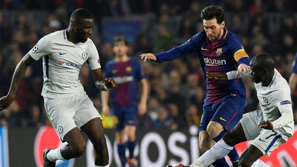 Lionel Messi (M.) war für den FC Chelsea nicht zu fassen - Bildquelle: AFPSIDLLUIS GENE