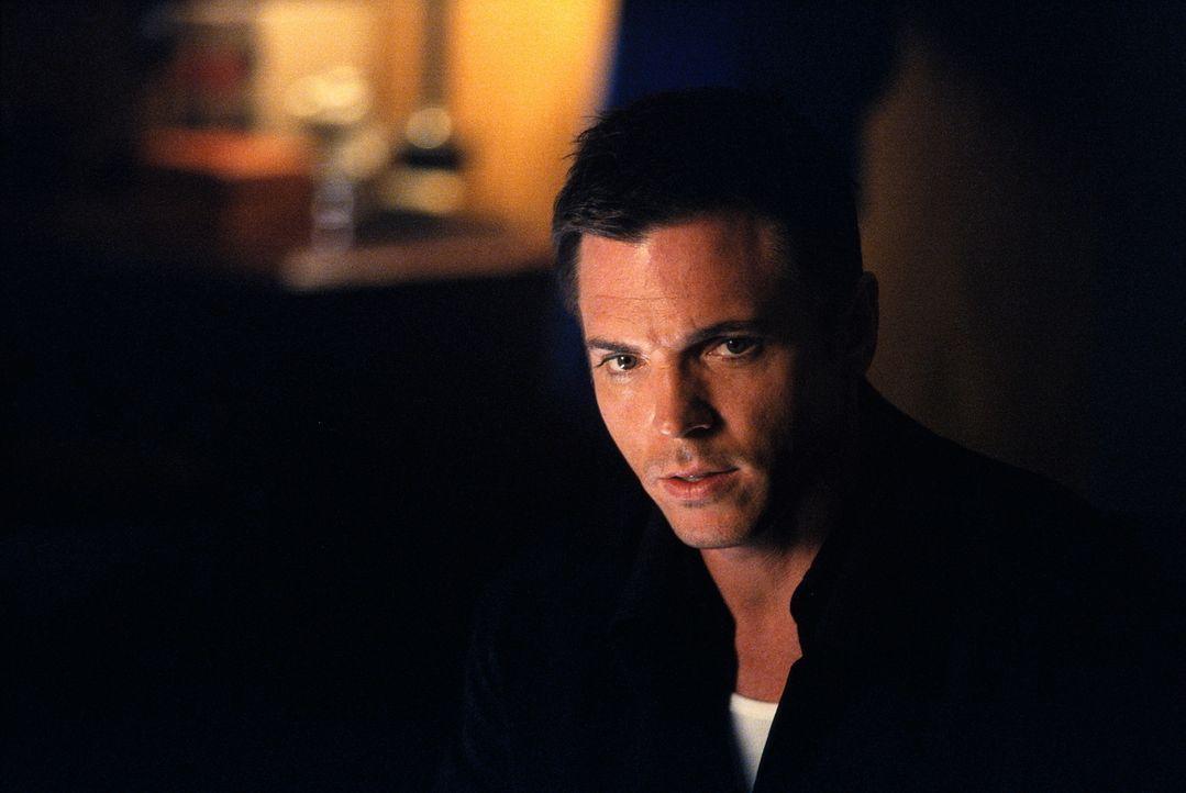 Agent Alex Krycek (Nicholas Lea) macht sich auf die Suche nach seinem Widersacher ... - Bildquelle: TM +   2000 Twentieth Century Fox Film Corporation. All Rights Reserved.