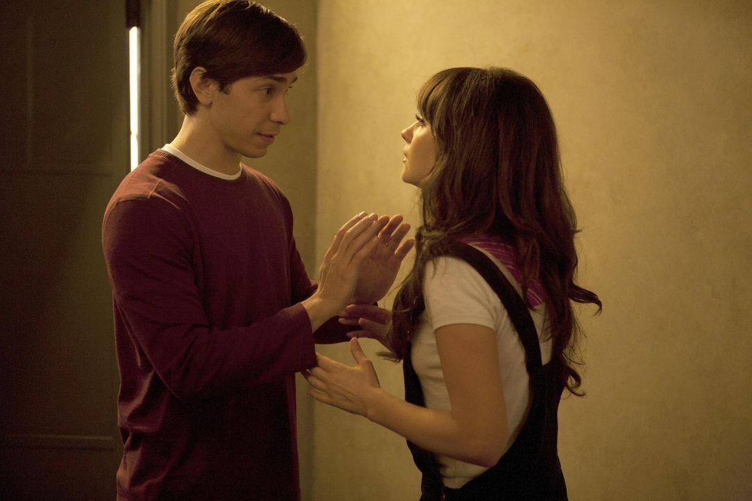 Wollen einen Schritt weiter in ihrer Beziehung gehen: Jess (Zooey Deschanel, r.) und Paul (Justin Long, l.) ... - Bildquelle: 20th Century Fox