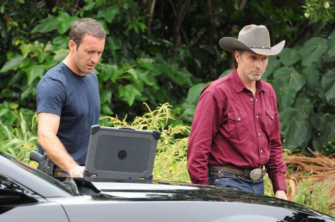 Ein neuer Fall führt Steve (Alex O'Loughlin, l.) und sein Team zu Ray Harper (Tim Daly, r.). Doch hat er wirklich etwas damit zu tun? - Bildquelle: 2013 CBS BROADCASTING INC. All Rights Reserved.