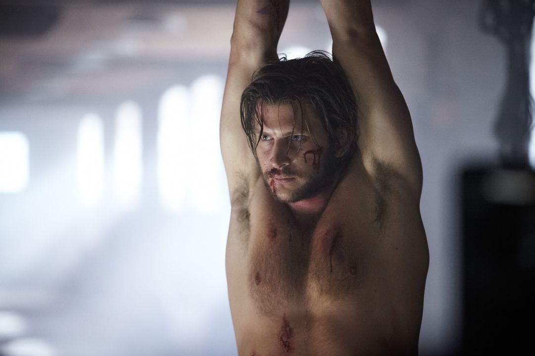 Was hat Santos mit Clay (Greyston Holt) vor und welche Absichten verfolgt er wirklich? - Bildquelle: 2014 She-Wolf Season 1 Productions Inc.