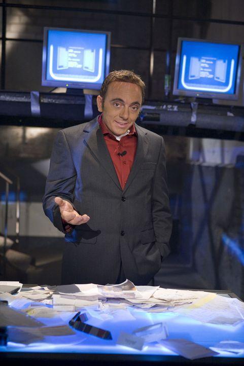 """Bei """"Switch Reloaded"""" wird niemand verschont, auch die ProSieben-Kollegen nicht: Bernhard Hoëcker (Bild) spielt Aiman Abdallah im """"Galileo Mystery""""... - Bildquelle: ProSieben"""
