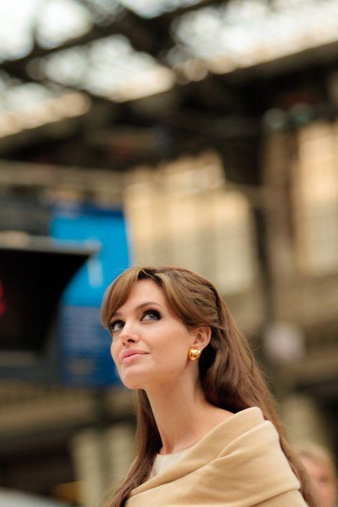 Dass ihr geliebter Alexander Pearce ein geschickter Versteckspieler ist hat Elise (Angelina Jolie) schon immer gewusst, aber von seinem aktueller Pl... - Bildquelle: CPT Holdings, Inc.  All Rights Reserved.