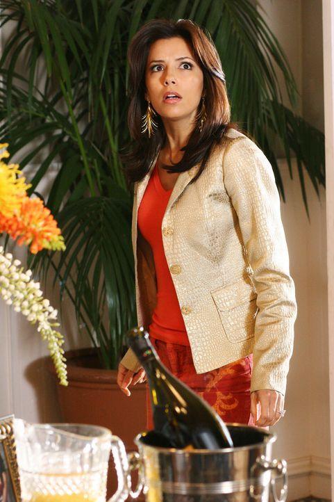 Entsetzt muss Gabrielle (Eva Longoria) erkennen, dass es sich bei der Frau um ihre Mutter handelt ... - Bildquelle: 2005 Touchstone Television  All Rights Reserved