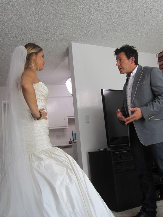 (4. Staffel) - Bis zur letzten Minute steht Wedding-Planner David Tutera (r.) den Bräuten bei ... - Bildquelle: 2012 PilgrimStudios