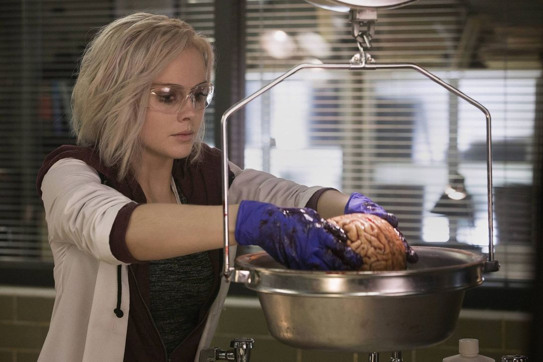 Das sieht doch lecker aus. Liv (Rose McIver) beim Vorbereiten ihres Abendessens ... - Bildquelle: Warner Brothers
