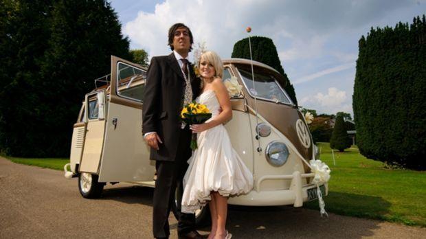 Festival-Fan Hywel (l.) kennt seine zukünftige Braut gerade mal ein Jahr. Nun...