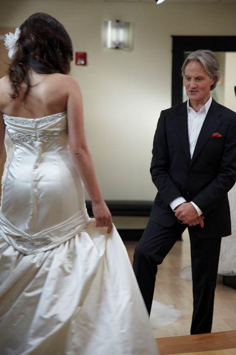 Monte Durham (r.) hilft seinen Kundinnen bei der Auswahl des perfekten Hochzeitskleides ... - Bildquelle: TLC & Discovery Communications