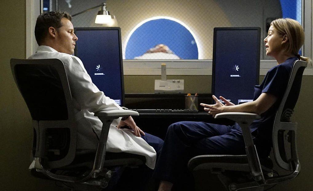 Alex (Justin Chambers, l.) muss erkennen, in welche Richtung sich seine Zukunft mit Jo entwickeln wird - Bildquelle: Kelsey McNeal ABC Studios
