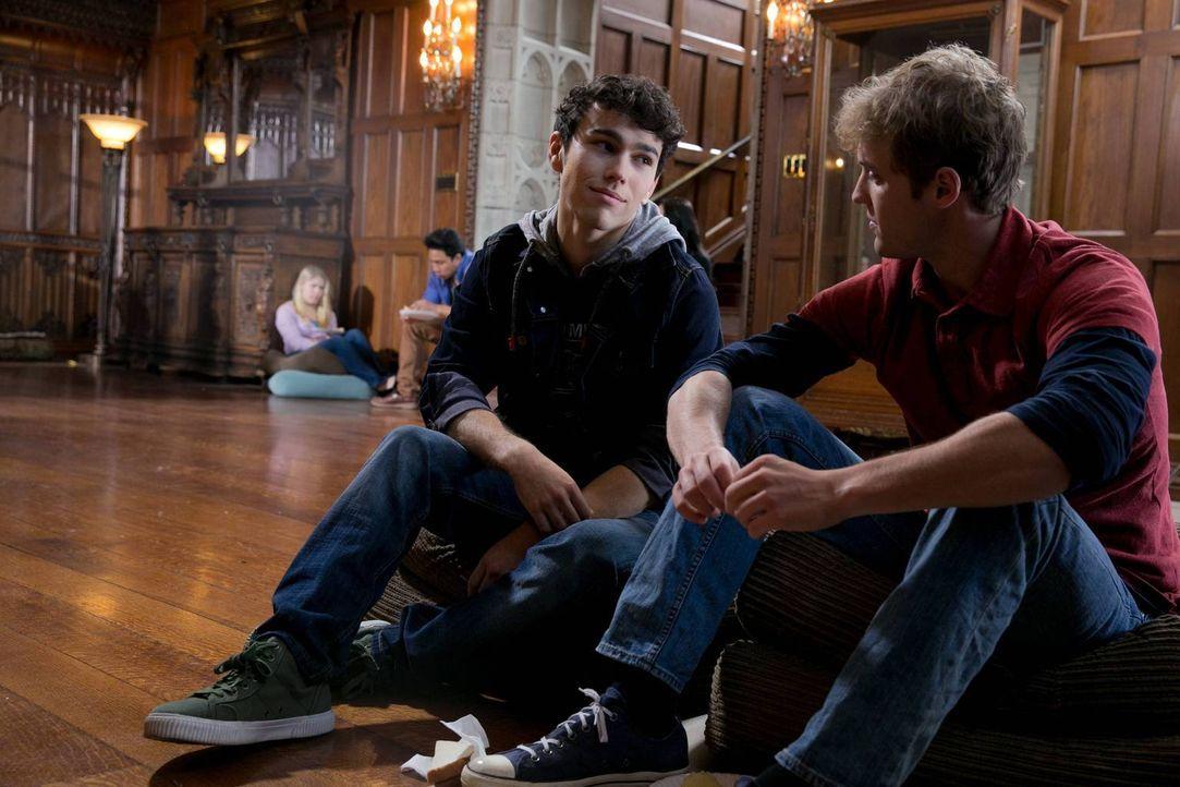 Wie wird die Entführung für sie weitergehen? Ian (Max Schneider, l.) und Luke (Brandon Ruiter, r.) ... - Bildquelle: 2013-2014 NBC Universal Media, LLC. All rights reserved.