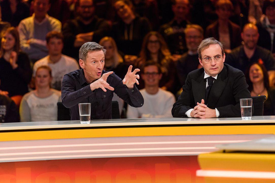 Liegen sie voll daneben? Michael Kessler (l.) und Wigald Boning (r.). - Bildquelle: Willi Weber SAT.1/Willi Weber